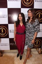 Sushmita Sen, Preity Zinta during the launch of India_s first customized gold coin store IBJA Gold, in Mumbai on 7th Sept 2016 (15)_57d10f9f3742d.JPG