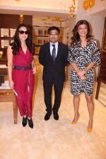 Sushmita Sen, Preity Zinta during the launch of India_s first customized gold coin store IBJA Gold, in Mumbai on 7th Sept 2016 (28)_57d10ff9bd345.JPG