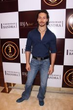 Tiger Shroff during the launch of India_s first customized gold coin store IBJA Gold, in Mumbai on 7th Sept 2016 (71)_57d10ffb4280c.JPG