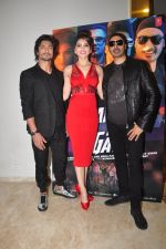Urvashi Rautela,Vidyut Jamwal, Sukhbir Singh  during the launch of song Gal Ban Gayi in Mumbai on 7th Sept 2016 (58)_57d11e97679c5.JPG
