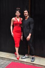 Urvashi Rautela, Vidyut Jamwal during the launch of song Gal Ban Gayi in Mumbai on 7th Sept 2016 (47)_57d11f945a17d.JPG