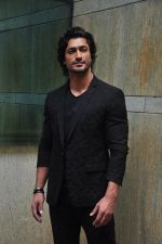 Vidyut Jamwal during the launch of song Gal Ban Gayi in Mumbai on 7th Sept 2016 (38)_57d11ee945366.JPG