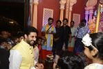 Abhishek Bachchan at Ganpati Mandal on 8th Sept 2016 (17)_57d290f1730ab.JPG
