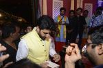 Abhishek Bachchan at Ganpati Mandal on 8th Sept 2016 (18)_57d290f324703.JPG