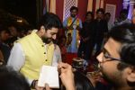 Abhishek Bachchan at Ganpati Mandal on 8th Sept 2016 (19)_57d290f48bbc0.JPG