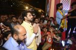 Abhishek Bachchan at Ganpati Mandal on 8th Sept 2016 (32)_57d2910e86ca0.JPG