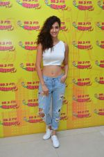 Disha Patani at MS Dhoni promotions in Radio Mirchi on 8th Sept 2016 (20)_57d29321ad35f.JPG