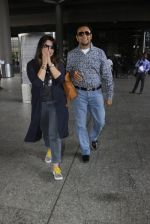 Gulshan Grover snapped at airport on 8th Sept 2016 (15)_57d290d66ad58.JPG