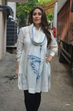 Kareena Kapoor snapped in Mumbai on 8th Sept 2016 (5)_57d2640e89258.jpg