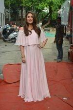 Kareena Kapoor snapped in Mumbai on 8th Sept 2016 (7)_57d2641198874.jpg