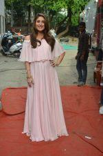 Kareena Kapoor snapped in Mumbai on 8th Sept 2016 (8)_57d264150349d.jpg