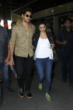 Sidharth Malhotra snapped at airport on 8th Sept 2016 (16)_57d2911094276.JPG