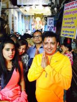 Sukhwinder Singh during his visit to Lalbaug cha raja on 8th Sept 2016 (1)_57d2648e44c11.JPG