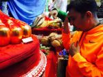 Sukhwinder Singh during his visit to Lalbaug cha raja on 8th Sept 2016 (2)_57d26495a117e.JPG