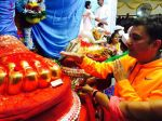 Sukhwinder Singh during his visit to Lalbaug cha raja on 8th Sept 2016 (5)_57d264a47c1e1.JPG