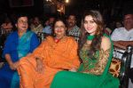 Urvashi Rautela visit Andheri cha raja on 8th Sept 2016 (26)_57d2916b6f7f3.JPG