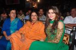 Urvashi Rautela visit Andheri cha raja on 8th Sept 2016 (27)_57d2916ce01e1.JPG