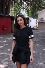 Amy Jackson snapped in Mumbai on 9th Sept 2016 (1)_57d416194ef27.JPG