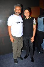 Anubhav Sinha, Bhushan Kumar at Tum Bin 2 On Location on 9th Sept 2016 (5)_57d41e0667afb.JPG
