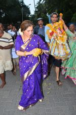 Dimple Kapadia Ganpati Visarjan on 9th Sept 2016 (3)_57d40c59d3f8c.JPG