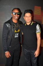 Dwayne Bravo, Bhushan Kumar at Tum Bin 2 On Location on 9th Sept 2016 (8)_57d41e23b6886.JPG