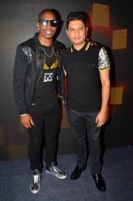Dwayne Bravo, Bhushan Kumar at Tum Bin 2 On Location on 9th Sept 2016 (9)_57d41cb0ac4b6.JPG