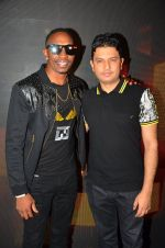 Dwayne Bravo, Bhushan Kumar at Tum Bin 2 On Location on 9th Sept 2016 (10)_57d41cb4520a9.JPG