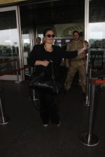 Pooja Bhatt snapped at airport on 9th Sept 2016 (11)_57d415e1b18a4.JPG