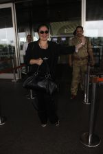 Pooja Bhatt snapped at airport on 9th Sept 2016 (10)_57d415e06e85c.JPG