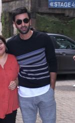 Ranbir Kapoor snapped on 9th Sept 2016 (2)_57d4163c8da80.JPG