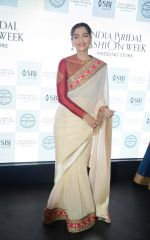 Sonam Kapoor during the launch of the first Indian Bridal Fashion Week Wedding Store, in New Delhi on 9th Sept 2016 (29)_57d4178bb3c8e.jpg