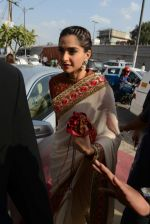 Sonam Kapoor during the launch of the first Indian Bridal Fashion Week Wedding Store, in New Delhi on 9th Sept 2016 (4)_57d41778cf61f.jpg