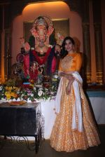 Sophie Choudry at Ganpati mandal on 9th Sept 2016 (35)_57d417f0b7cc4.JPG