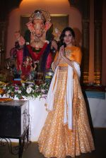 Sophie Choudry at Ganpati mandal on 9th Sept 2016 (39)_57d417f46ea4b.JPG