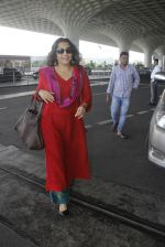 Vidya Balan snapped at airport on 9th Sept 2016 (10)_57d4160581b57.JPG
