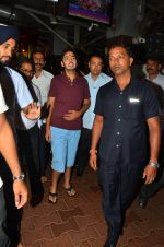 Anant Ambani snapped at Siddhivinayak Temple on 10th Sept 2016 (22)_57d50443a6051.JPG