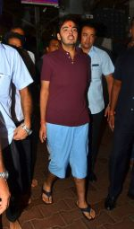 Riteish Deshmukh snapped at Siddhivinayak Temple on 10th Sept 2016 (1)_57d50447e82ab.JPG