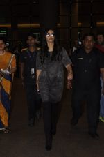 Sonam Kapoor snapped at airport on 10th Sept 2016 (24)_57d504b70a733.JPG
