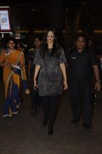 Sonam Kapoor snapped at airport on 10th Sept 2016 (25)_57d504b846497.JPG