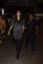Sonam Kapoor snapped at airport on 10th Sept 2016 (32)_57d504bd6374f.JPG