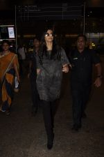 Sonam Kapoor snapped at airport on 10th Sept 2016 (34)_57d504beda2bf.JPG