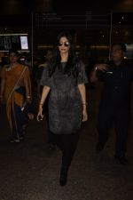 Sonam Kapoor snapped at airport on 10th Sept 2016 (37)_57d504c0f0eb0.JPG
