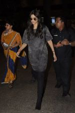 Sonam Kapoor snapped at airport on 10th Sept 2016 (42)_57d504c380456.JPG