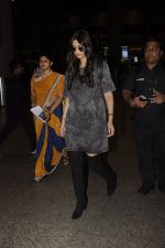 Sonam Kapoor snapped at airport on 10th Sept 2016 (43)_57d504c425901.JPG