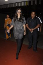 Sonam Kapoor snapped at airport on 10th Sept 2016 (23)_57d504b5d226f.JPG
