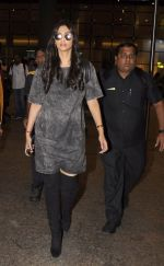 Sonam Kapoor snapped at airport on 10th Sept 2016 (31)_57d504bcb515d.JPG