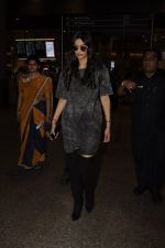 Sonam Kapoor snapped at airport on 10th Sept 2016 (38)_57d504c195712.JPG