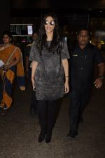 Sonam Kapoor snapped at airport on 10th Sept 2016 (40)_57d504c241357.JPG