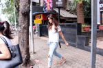 Disha Patani snapped in Bandra on 12th Sept 2016 (1)_57d6bf081ddd9.JPG