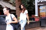Disha Patani snapped in Bandra on 12th Sept 2016 (10)_57d6bf18159f6.JPG